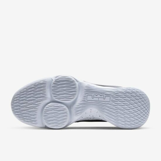 LeBron Witness 5 Review: Outsole 2